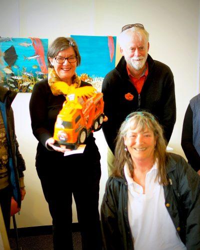 Cathy McGowan Visits Bainz Gallery Wangaratta